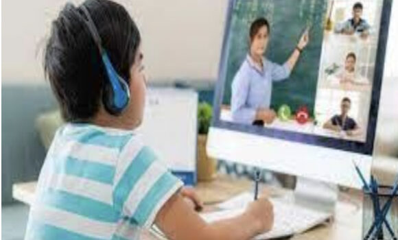 """COVID-19が発生してからの新しい教育システムへの賛否両論"""